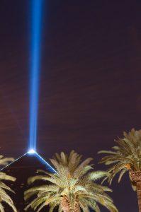 800px-luxor_light_beam_by_insapphowetrust
